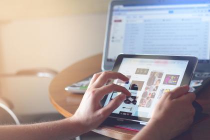 Projekt pre stredné školy pomôže pri rozvíjaní informačnej a digitálnej gramotnosti
