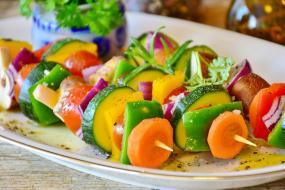 Ministerstvo školstva chce v školských jedálňach zvýšiť podiel ovocia a zeleniny