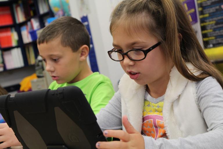 NKÚ:Digitalizácia školstva zaostáva,chýbajú peniaze, rýchly internet i odborníci