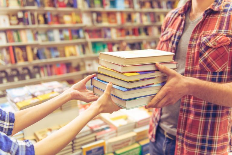 Splnil rezort školstva svoj cieľ? Sľúbil otvorený trh učebníc