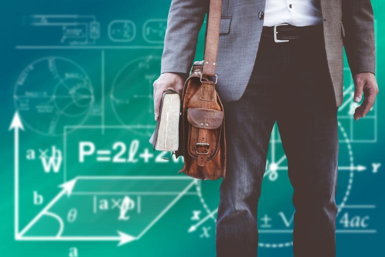 Komora učiteľov opäť kritizuje ministerstvo: Mrhanie peniazmi a náhlenie s projektami, rezort sa bráni